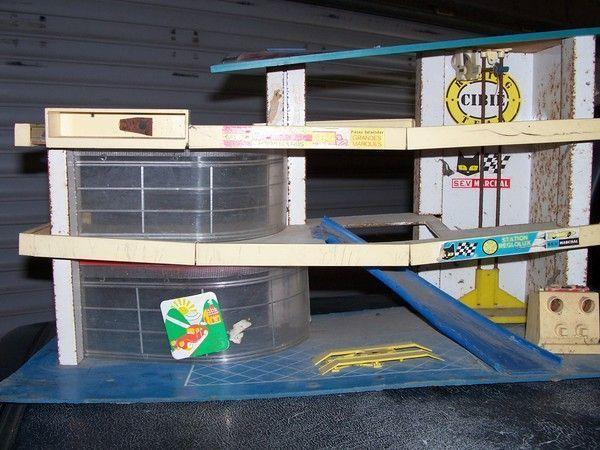 Garage ancien pour 1 43 for Garage mercedes autour de moi