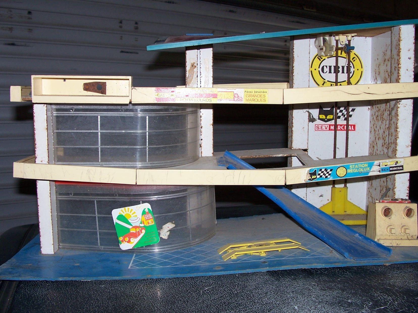 garage miniature ancien trouvez le meilleur prix sur voir avant d 39 acheter. Black Bedroom Furniture Sets. Home Design Ideas