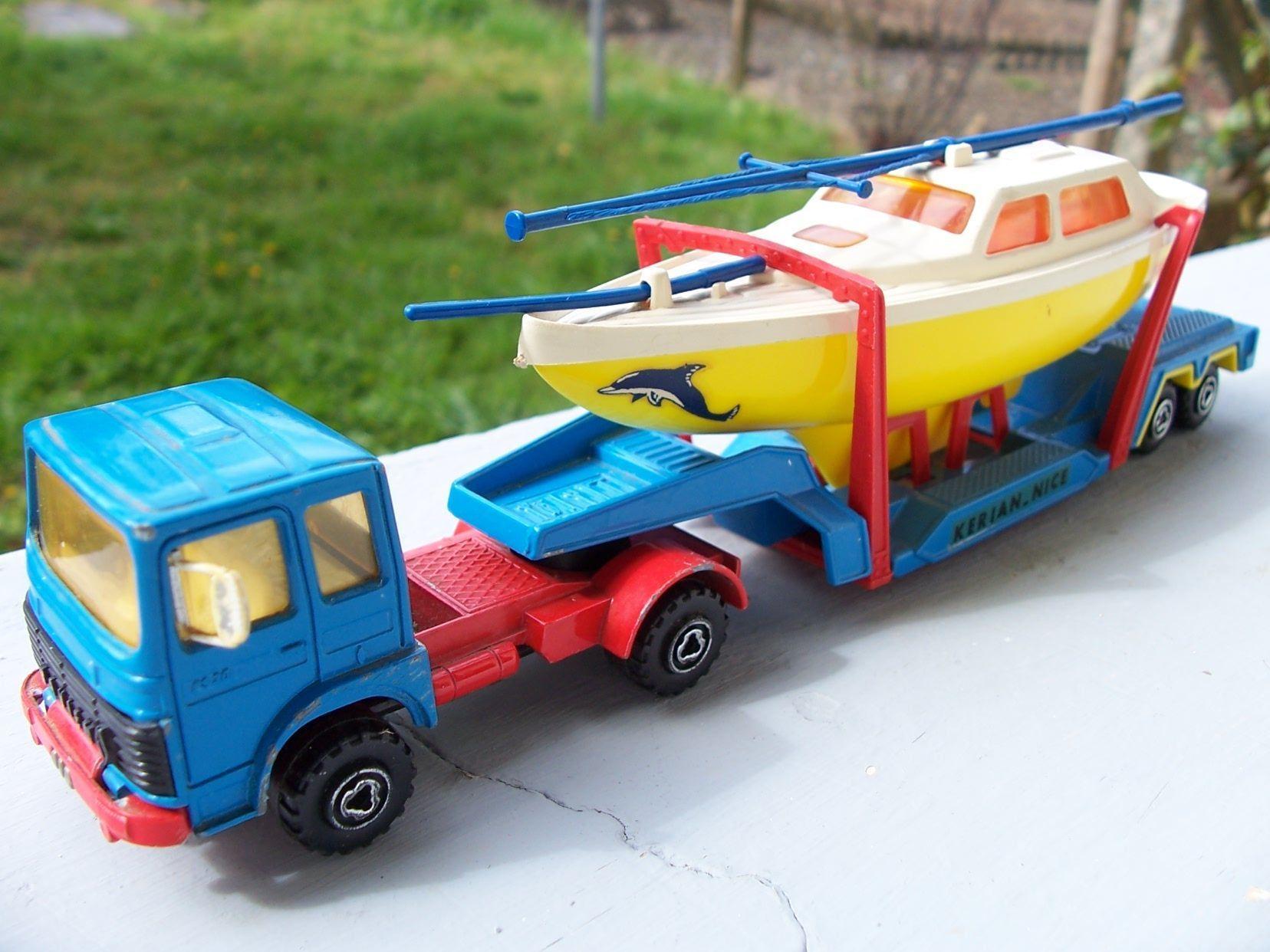 camion porte bateau de majorette 1 60. Black Bedroom Furniture Sets. Home Design Ideas